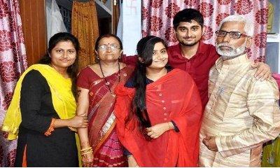family of deepak thakur