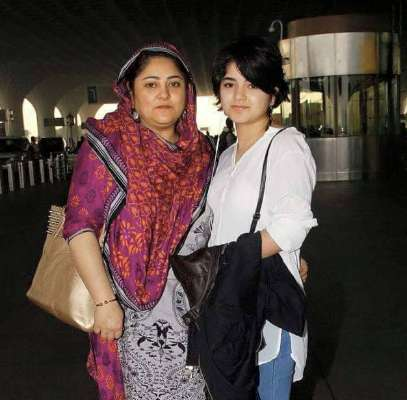 zaira with her mother